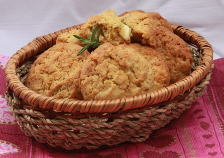 А Cookie with a Scent of Rosemary, Apricot and White Chocolate