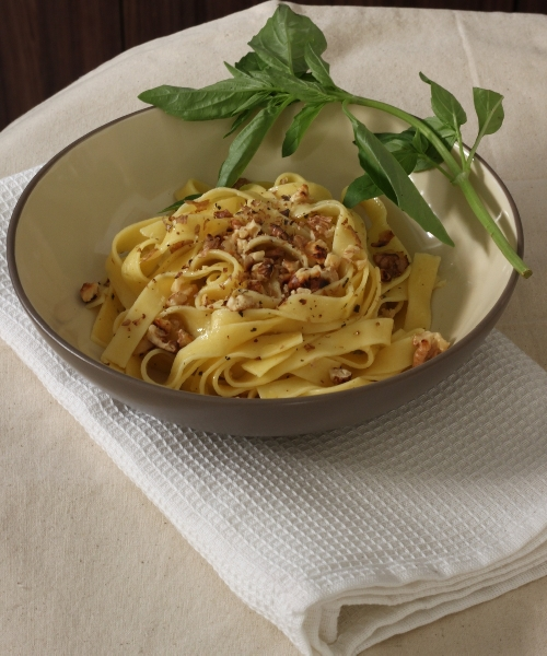 Fresh Pasta with Basil and Roasted Walnuts